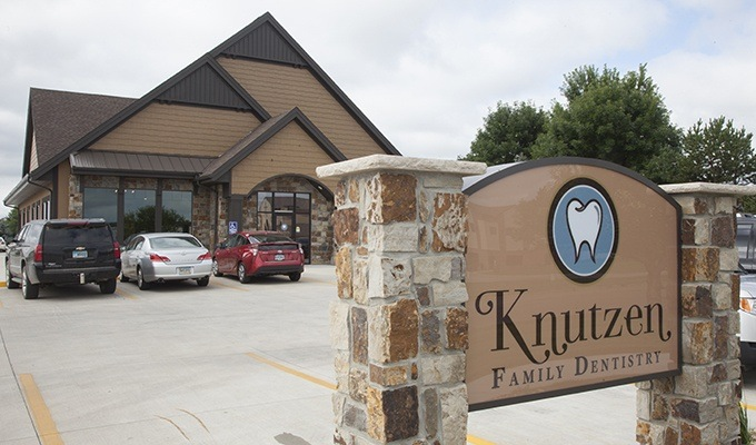 Outside view of Knutzen Family Dentistry