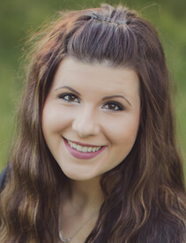 Head shot of dental assistnat Shelby